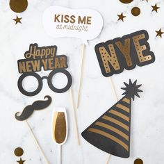 Start the year off right by throwing an upscale bash with a New Year's Eve Photo Booth and use these props for glamorous photos. Happy New Year Gif, Happy New Year Banner, Happy New Year Message, Happy New Year Quotes, Nye Party, Party Kit, Elmo Party, Mickey Party, Dinosaur Party