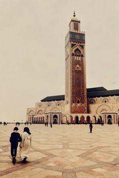 The Hassan II Mosque in Casablanca, Morocco, minaret Casablanca Morocco, Islamic Architecture, Travel Bugs, I Fall In Love, Wander, Scenery, To Go, Adventure, World