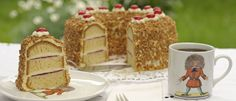 In many cafés you can try one of Frankfurt's specialties, the Frankfurter Kranz! I just Love the coffeemug strubelpeter