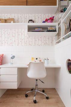 Mesa de estudos - Projeto @egginteriores Desk Inspiration, Gris Rose, Home Office Decor, Home Decor, Bedroom Layouts, Decoration, Interior Design Living Room, Bedroom Decor, House Design