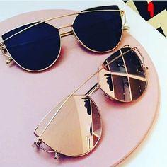 😎 Tu estilo?  #blacksunglasses #rosegoldsunglasses Cute Sunglasses, Ray Ban Sunglasses, Sunglasses Women, Mirrored Sunglasses, Summer Sunglasses, Porsche Sunglasses, Italian Sunglasses, Prescription Sunglasses, Oversized Sunglasses