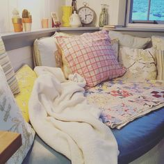 Decorating Small Spaces, Shabby, Throw Pillows, Bed, Home, Cushions, Stream Bed, House, Ad Home