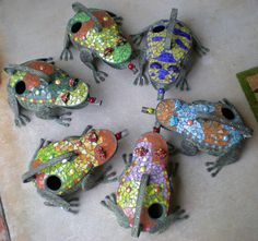 Mosaic frogs - such fun !