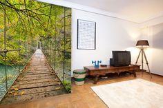 Mural adhesivo, paisaje, lago, puente colgante. Decorar paredes, decorar habitaciones, decorar salones. decoraconimaginacion.com