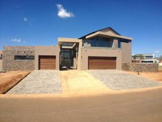 Houses For Sale in Serengeti Golf Estate. View our selection of apartments, flats, farms, luxury properties and houses for sale in Serengeti Golf Estate by our knowledgeable Estate Agents. Golf Estate, 4 Bedroom House, Wildlife, Mansions, Luxury, House Styles, Home Decor, Mansion Houses, Decoration Home
