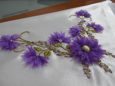 Silk Ribbon Embroidery, Embroidery Art, Embroidery Stitches, Organza Flowers, Ribbon Art, Bargello, Photo Tutorial, Flower Crafts, Mosaic Art