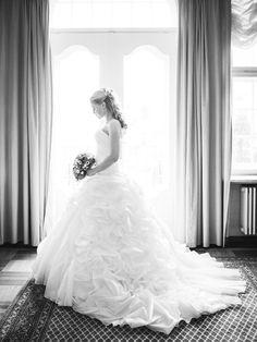 Nicole in ihrem imposanten und ausgefallenen Brautkleid. Foto: Vivid Symphony
