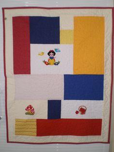 https://flic.kr/p/zUbS7B | Manta Infantil Branca de Neve | Manta Bebê/Infantil em patchwork com aplicação bordada a mão e quilt a maquina.