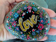 et le plus précieux de ceux-ci est l'amour / peint roches / peint pierres / art sur Pierre / presse-papiers / amour / anniversarsy / mariage / roches