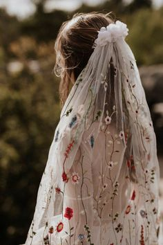 Dream Wedding Dresses, Wedding Gowns, Bridal Veils, Wedding Cakes, Wedding Dress Veil, Floral Wedding Dresses, Nontraditional Wedding Dresses, Long Wedding Veils, Long Veils
