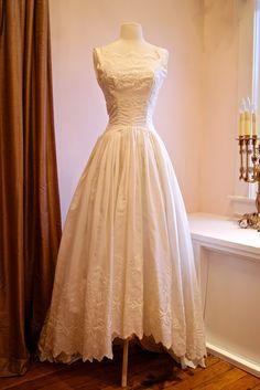Beautiful 1950s wedding dress in eye-let taffeta.  xtabayvintage.com