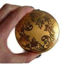 Gold Leaf Compact, 50s Vintage Floral Powder Compact, Flower Compact, Shabby Vanity Beauty Decor, Elgin American Collectible, Autumn Fall