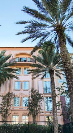 A romantic weekend getaway in Orlando at the Loews Portofino Bay Hotel at Universal Orlando | Beautiful water at sunset | Best hotels in Orlando | Universal Orlando vacation tips | Romantic travel tips | Orlando, Florida travel guide | Florida travel blogger Ashley Brooke Nicholas | Palm trees and sunshine #LoewsPortofinoBay