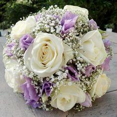 Wit met paars bruidsboeket