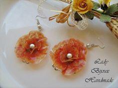 Orecchini pendenti con fiori giallo arancioni  di Lady Bijoux Handmade su DaWanda.com