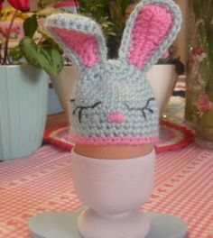 Check out Easter Crochet Patterns. From Crochet Chick Pattern to Crochet Easter basket pattern, see quick & easy Easter Crochet Pattern idea & DIY Tips here Crochet Egg Cozy, Crochet Rabbit, Easy Crochet, Free Crochet, Easter Bunny Eggs, Easter Crochet Patterns, Diy Easter Decorations, Bunny Crafts, Crochet Projects