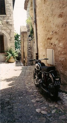 Cobble stone road - street projected onto wall?