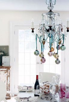 Decorate the chandelier with ribbon and glass ornaments