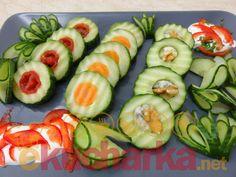 Plněné salátové okurky Zucchini, Sushi, Vegetables, Ethnic Recipes, Food, Essen, Vegetable Recipes, Meals, Yemek