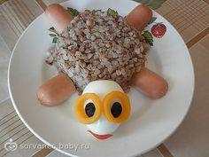 ღ aby chutnalo malinkým ღ vajíčko, olivy, žlutá paprika, kousek červené papriky/rajčete, pohanka, párek