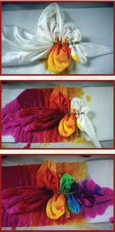 Mandala flag tye dye shirts with food coloring simple Tie Dye Tutorial, Shibori, How To Tie Dye, How To Dye Fabric, Tye Dye, Tie Dye Folding Techniques, Tie Dye Crafts, Diy And Crafts, July Crafts