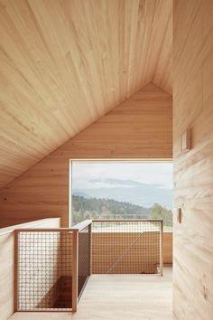 Die Region Vorarlberg ist für ihre Holzbauten und für die Synthese von Architektur und Handwerk bekannt. Auf dem Höhenzug...
