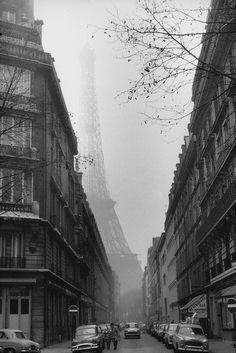 m3zzaluna: foggy paris, n.d. photographer unknown