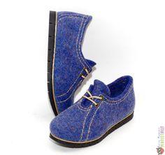 """Туфли женские ручной работы из войлока """"Джинсовый стиль"""" – купить в интернет-магазине на Ярмарке Мастеров с доставкой Felt Boots, Wool Shoes, Felted Slippers, How To Make Shoes, Textiles, Wool Felt, Derby, Shoe Boots, Oxford Shoes"""