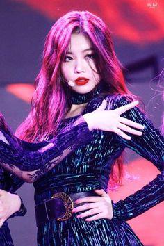 dedicated to female kpop idols. Kpop Girl Groups, Korean Girl Groups, Kpop Girls, Mode Bollywood, Peinados Pin Up, Soo Jin, Fandoms, Cube Entertainment, Soyeon
