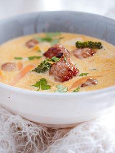 Wer es scharf mag und ein großer Fan der thailändischen Küche ist, sollte dieses Rezept für Thai-Curry-Suppe unbedingt ausprobieren!
