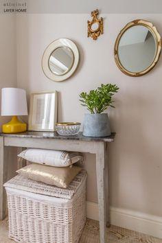 Home Tour: Apartamento com uma Fresh Decor - Nina Cares Entry Tables, Sofa Tables, South London, Home Renovation, House Tours, Home Office, Entryway, Spaces, Furniture
