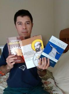 Juan B. Rueda nos envía una foto con nuestros libros para nuestro album.