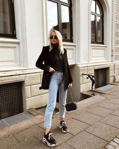 Line Meyer street style outfit blazer jeans and sneakers Outfit Jeans, Blazer Outfits, Sweater Outfits, Jeans And Sneakers Outfit, Blazer Jeans, Dad Sneakers, Mode Outfits, Fall Outfits, Casual Outfits