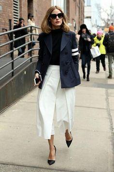Καθώς οι θερμοκρασίες ανεβαίνουν, αντικαταστήστε το παλτό ή το μπουφάν με λεπτά τζάκετ και σακάκια. Εμπνευστείτε από τις εμφανίσεις των celebrities.