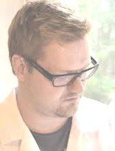 Sakarias Niemi, Lääk.lis., esteettinen lääketiede  *Q-Medin ja Restylane®-sertifikaatti (Restylane® Certified Practitioner) - *Suomen lääkäriliiton jäsen  *European College of Aesthetic Medicine (ECAMS) - jäsen