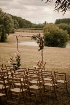Un mariage en vert au Domaine des Bidaudières près de Tours - la mariee aux pieds nus Instagram, Wedding, Tours, Decor, Elegant Wedding, Minimalist Wedding, Simple Weddings, Barefoot, The Beach