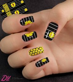 Películas Impressas | Muito Lindo 01 Simple Acrylic Nails, Best Acrylic Nails, Cute Nail Colors, Cute Nail Art, Cat Nail Designs, Fire Nails, Cat Nails, Disney Nails, Yellow Nails