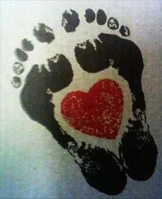 Tatouage pies y corazón - Tatuajes para mamás