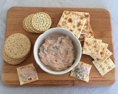 Rillettes de thon: très fraîches et légèrement relevées à la sauce piquantes, elles seront délicieuses étalées sur des crackers à l'apéritif ou sur un bagel pour le lunch.