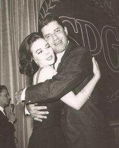 24 Femmes Per Second - Natalie Wood and Jerry Lewis Natalie Wood Jerry Lewis, Vintage Hollywood, Classic Hollywood, Hollywood Icons, Hugs, Splendour In The Grass, Classic Movie Stars, Classic Movies, Cinema
