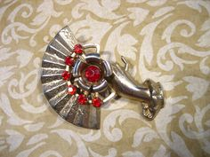 Vintage Hand with Red Stone FAN Pin Brooch di charmingellie