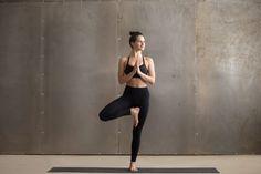 9 beste afbeeldingen van yoga tree pose  yoga ashtanga