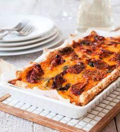6–8 palaa Pohja125 g voita tai margariinia1½ dl parmesaaniraastettanoin 3 dl vehnäjauhoja½ tl leivinjauhetta½ dl kylmää vettä Täyte300 g...