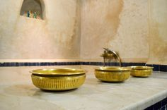 Une décoration authentique. Authentique, Decoration, Painting, Morocco, Decor, Painting Art, Paintings, Decorations, Decorating