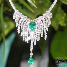 How not to find the sunny side of Life w/this amazing necklace by @Piaget #highjewelry #coutureweek #sunnysideoflife #hautejoaillerie #pfw #inspiration #dream #emerald #diamonds #love #beauty #art #beautiful #masterpiece #loveyou #piaget #likeab #jewelryinsider #awesome #followme #friends #party #beautiful #loveyou #holidays #lol #highjewellery #jewellery #dream #inspiration #beauty #art #likeforlike #luxury #necklace #bestoftheday #jewellery