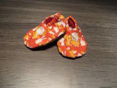baby slippers, based on tutorial in Singer handbook, see also http://www.madamecreatief.com/handgemaakte-babyslofjes