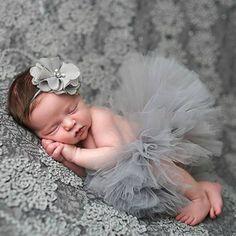 *Adereço Fotográfico da Princesa - Saia Tutu + Headband (0-6 meses).* Material: Rayon, Poliéster Tipo de Alça: Ajustável Idade do bebê: 0-6 Meses Pacote inclui: 1 Conjunto de roupas meninas (Saia + Headband *Confira as Medidas na Imagem da T...