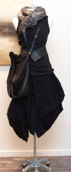 I like the idea.. the scarf belt and bag.   The skirt not so much .stilecht