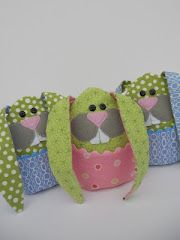 Cute little bunny bag, could even  hold a few little easter eggs.