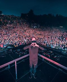 Ss z dnapa tak wg Alan Walker, Walker Join, Tomorrowland Festival, Hollywood Music, Dj Booth, Dj Music, My Favorite Music, Record Producer, Music Artists